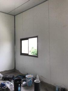 בניה קלה למגורים 50 מר כולל שירותים ומקלחת. צילום: קובי