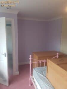 צביעת דירת 5 חדרים בחולון כולל קיר בצבע סגול בחדר ילדים