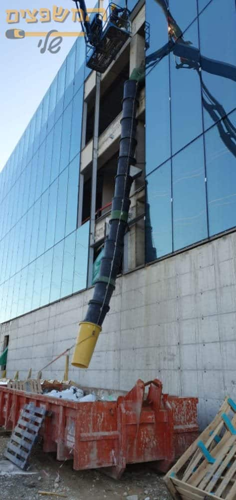 מכולה משולבת שרוול לפינוי פסולת בניין בצורה בטוחה בתל אביב