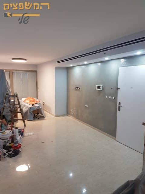 צביעת תקרה 50 מר בסלון בדירה