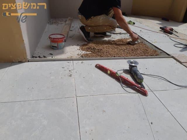 הדבקת ריצוף על משטח יציקות בטון