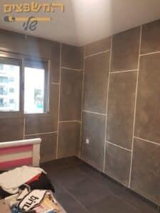 דמוי מיקרוטופינג על קירות בחדר שינה. צילום: אורן שם טוב
